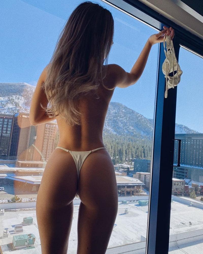 Lauren Dascalo  nackt