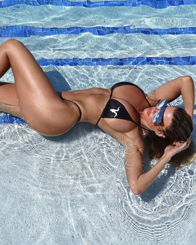 Dana Hamm nude photos 17