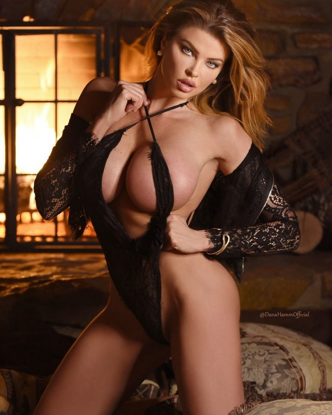 Dana Hamm nude photos 21