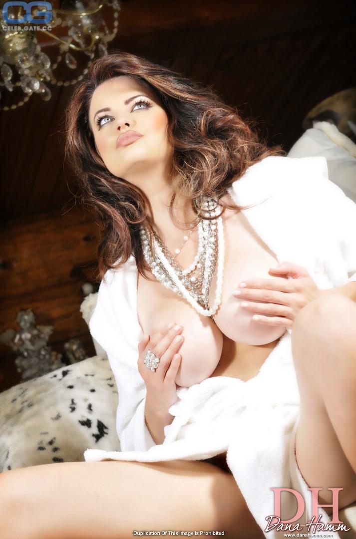 Dana Hamm nude photos 3