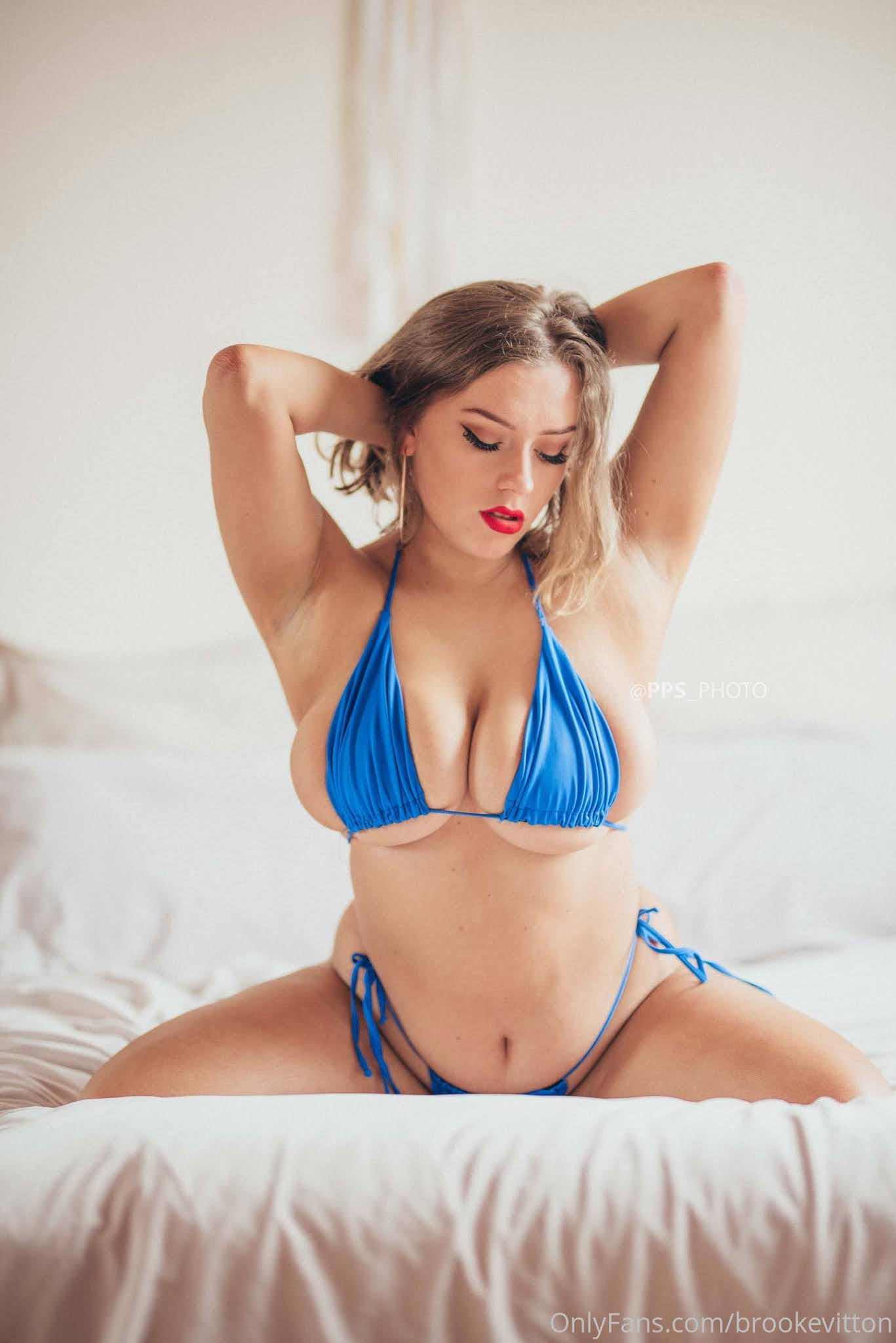 avalon hope flaunts her big boobs 20