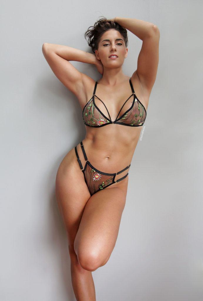 FitNakedGirls.com Florina Fitness nude 45 691x1024 1